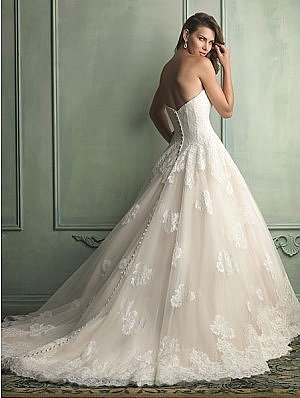 Allure 9121 Wedding Dress